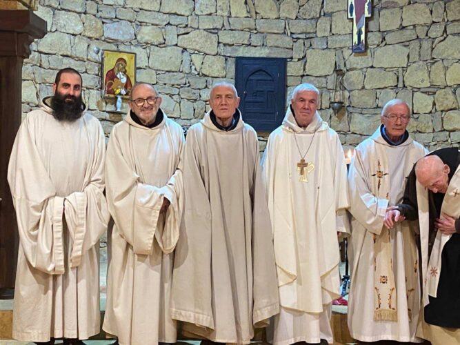 Auguri del Vescovo emerito Giovanni D'Ercole - i monaci trappisti